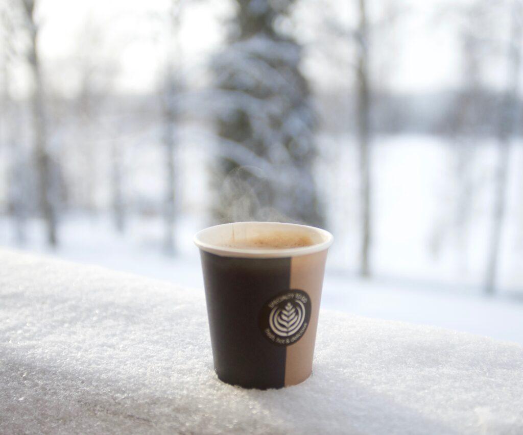 Tauko Järvilinnassa kuuman juotavan kera